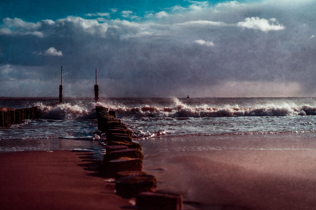 .⋗ 0042 ZEELAND collapsing waves ⋖