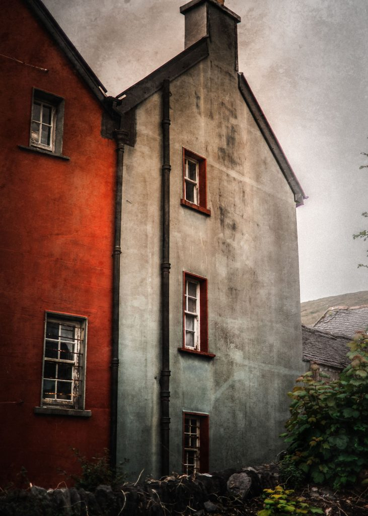 .⋗ 0033 IRELAND red house ⋖.